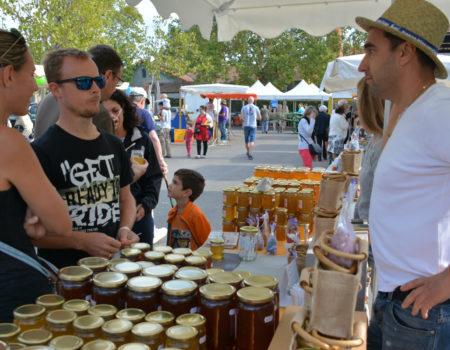 sept-27- Pernes marché au Miel